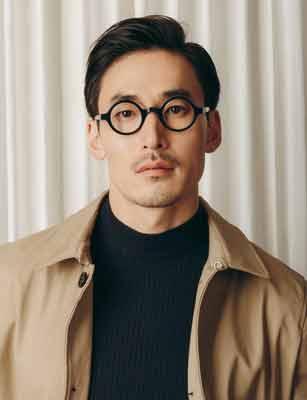 Le premier à présenter les lentilles bifocales